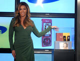 "Beyonce Knowles Unveils Samsung 'B Phone' at the Time Warner Centre in New York City, 11th October 2007 Foto 712 (Бионс Ноулс Samsung представляет ""Б Телефон"" на Тайм Уорнер Центра в Нью-Йорк, 11 октября 2007 Фото 712)"