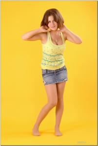 http://img15.imagevenue.com/loc130/th_278820249_tduid300163_sandrinya_model_denimmini_teenmodeling_tv_010_122_130lo.jpg