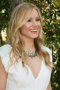 Kristen Bell - 'House of Lies' Press Conference Portraits by Jean Cummings - April 10, 2012 (x8)