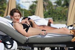 http://img15.imagevenue.com/loc497/th_531219752_Mischa_Barton_Bikini_Candids_on_the_Beach_in_Miami_December_27_2011_146_122_497lo.jpg