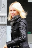 Naomi Watts returning to her home in New York 10/16/09 - buttshot in jeans!