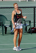 http://img15.imagevenue.com/loc579/th_441290413_Sharapova_training_2006_05_122_579lo.jpg