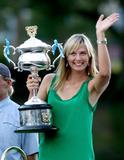 Les plus belles photos et vidéos de Maria Sharapova Th_44091_Offcourt_At_The_Australian_Open_2008_05_123_618lo
