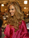 th_96655_fashiongallery_VSShow08_Backstage_AlessandraAmbrosio-30_122_620lo.jpg