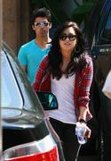 http://img15.imagevenue.com/loc71/th_65057_Demi_Lovato_25.04.2010_1_122_71lo.jpg