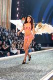 th_98987_Victoria_Secret_Celebrity_City_2007_FS430_123_727lo.jpg