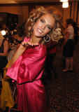 th_97117_fashiongallery_VSShow08_Backstage_AlessandraAmbrosio-76_122_735lo.jpg